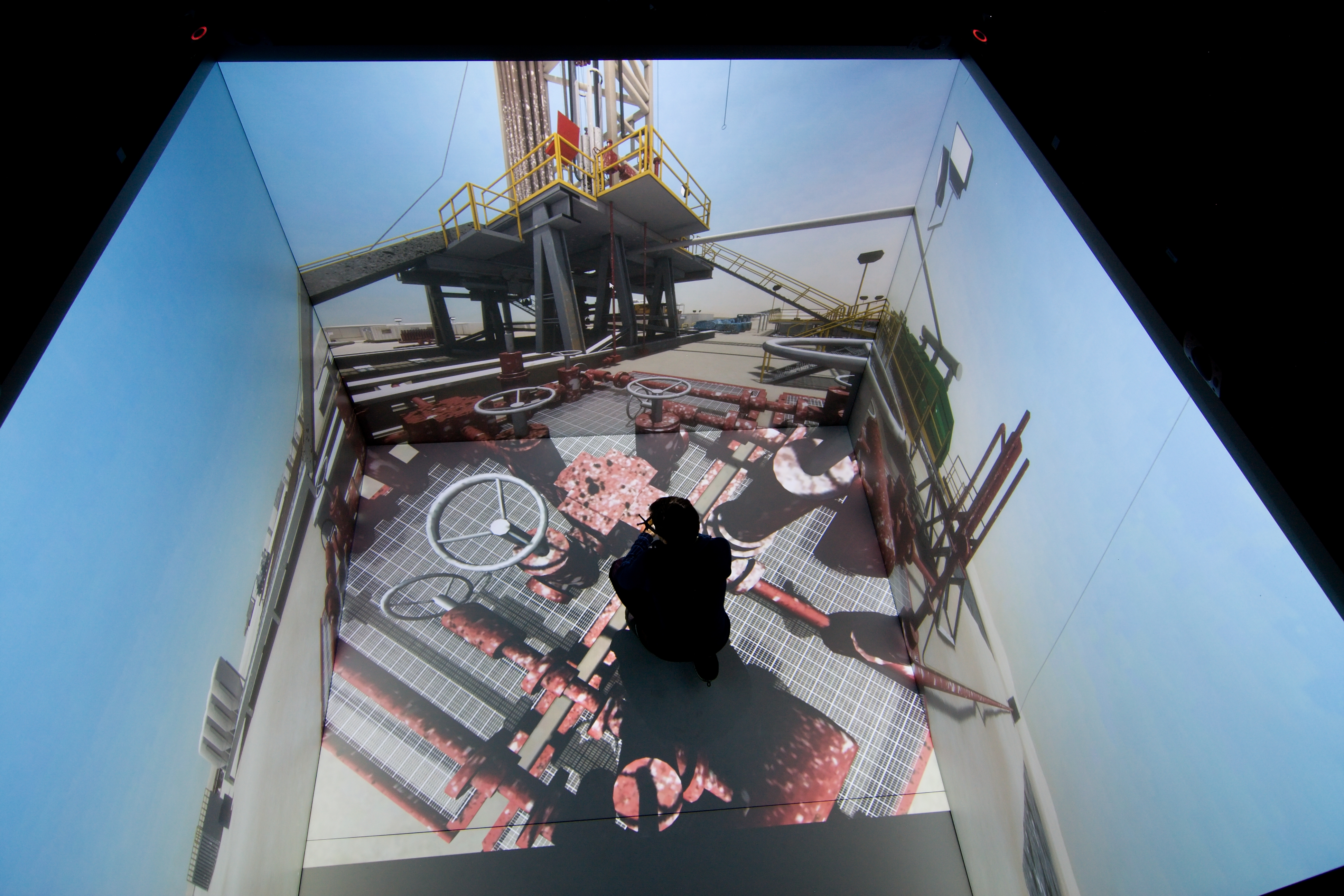 How does virtual reality improve industrial processes?